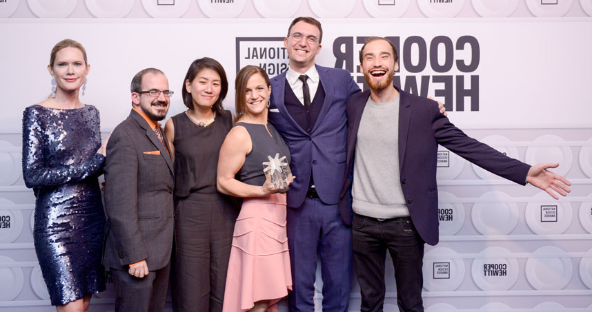 DFA at the National Design Awards in 2018. From left: Aaron Horowitz, Mert Iseri, Liz Gerber, Hannah Chung, Rob Calvey, 和 award presenter Stephanie March. Credit: BFA